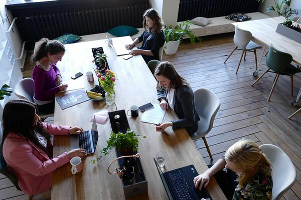 Image of entrepreneurs in a coworking space working with hubspot for startups